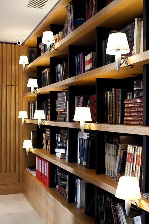 Стеллаж библиотека в интерьере.